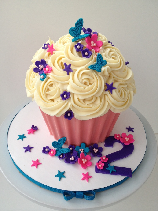 Giant Cupcakes Bespoke Cakes Of Colchester